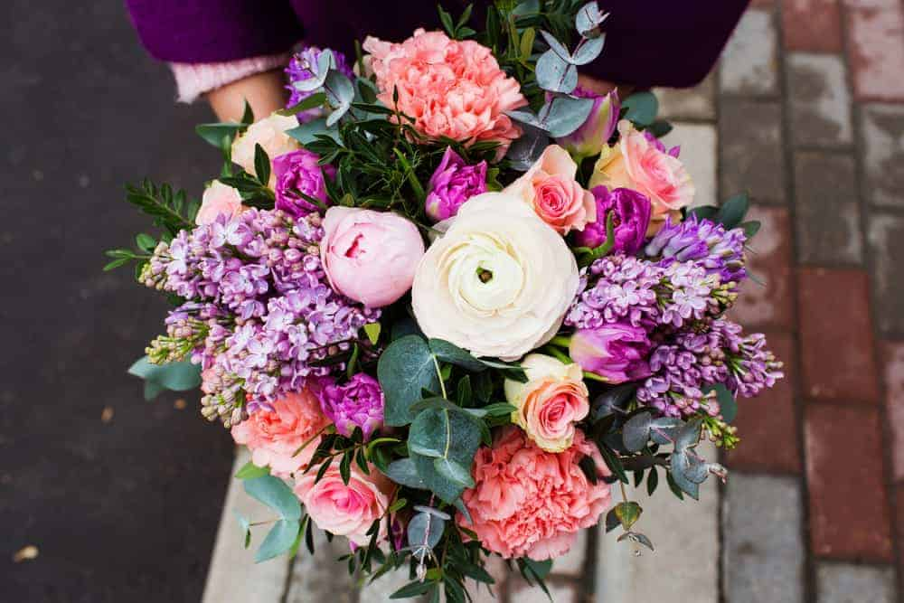 Top 3 Ways to Buy the Best and Freshest Sunshine Coast Flowers for The Woman You Love